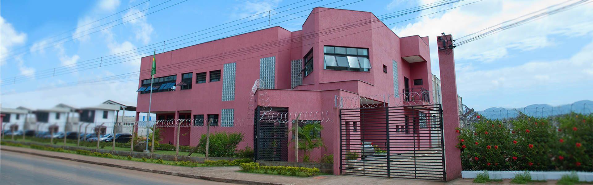Instalações, localização, prédio da Deskarplas